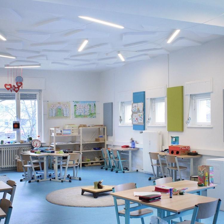 Flexibler Klassenraum für verschiedene Lehrmethoden